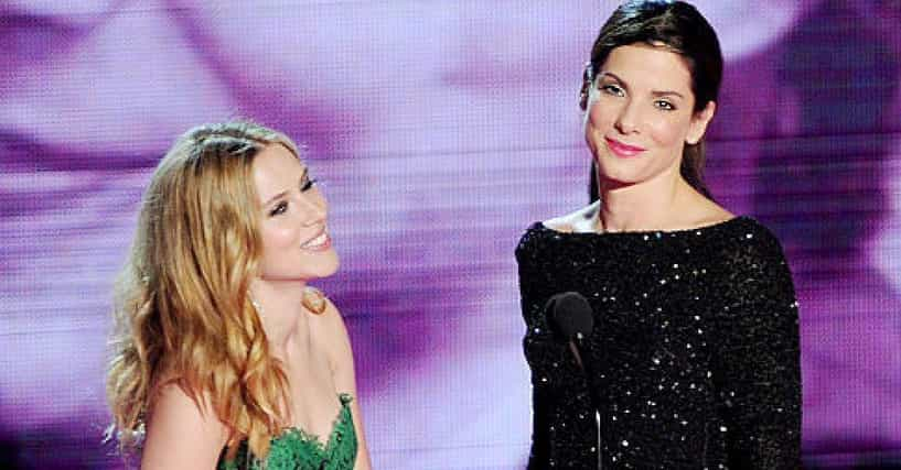 The 8 Greatest Celebrity Lesbian Kisses Of All Time скарлетт йоханссон и сандра буллок