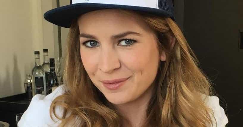 Britt robertson dating in Brisbane