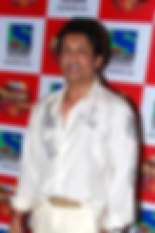 Shekhar Suman is listed (or ranked) 2 on the list Dekh Bhai Dekh Cast List