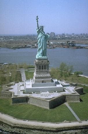 Random Top Must-See Attractions in New York