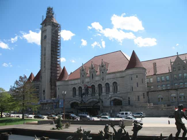 Union Station is listed (or ranked) 3 on the list List of Famous St. Louis Buildings & Structures