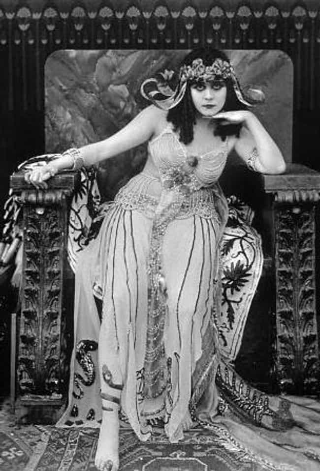 Theda Bara is listed (or ranked) 2 on the list Famous Walnut Hills High School Alumni