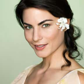 Traci Dinwiddie is listed (or ranked) 12 on the list Full Cast of Mr. Brooks Actors/Actresses