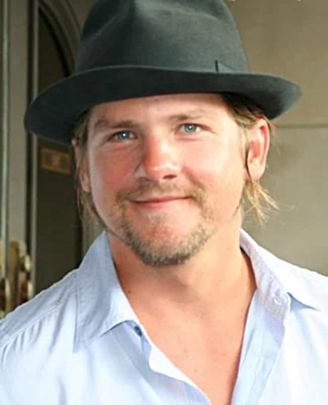 Zachary Knighton is listed (or ranked) 4 on the list Happy Endings Cast List