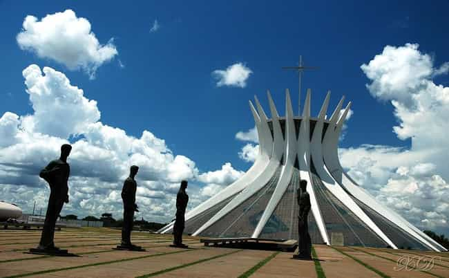 Cathedral of Brasília is listed (or ranked) 3 on the list List of Oscar Niemeyer Architecture