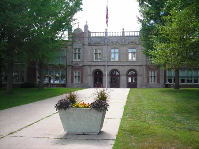 Abraham Lincoln High Sch... is listed (or ranked) 2 on the list List of Famous Des Moines Buildings & Structures