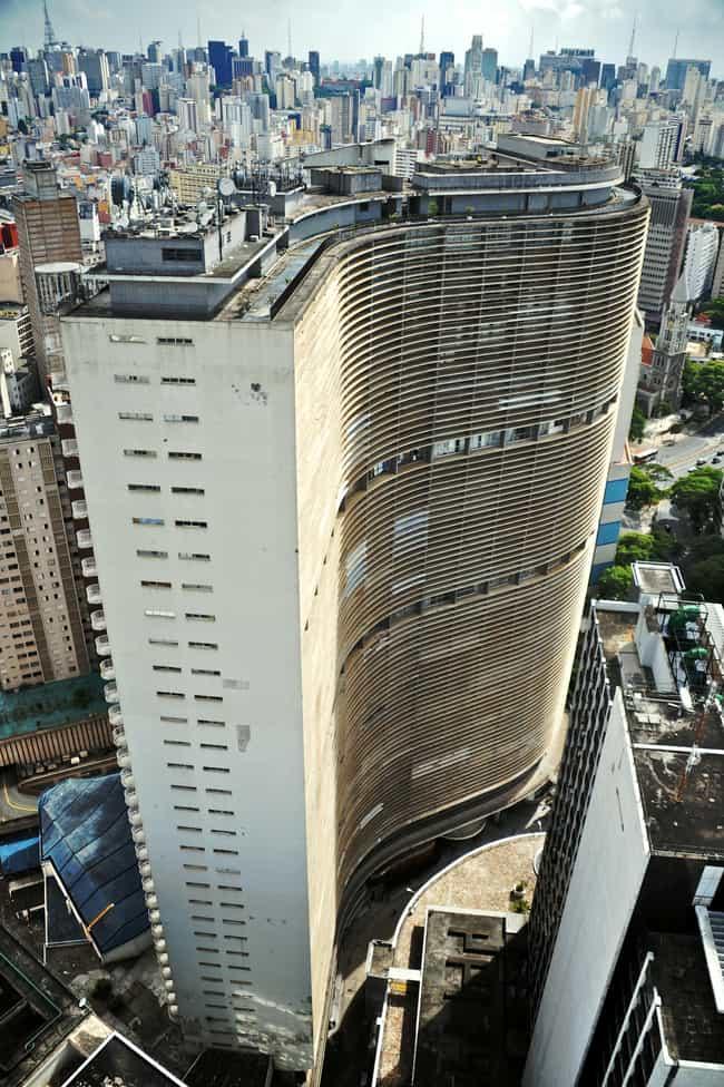 Edifício Copan is listed (or ranked) 4 on the list List of Oscar Niemeyer Architecture