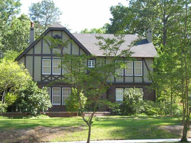 Eudora Welty House is listed (or ranked) 4 on the list List of Famous Jackson Buildings & Structures