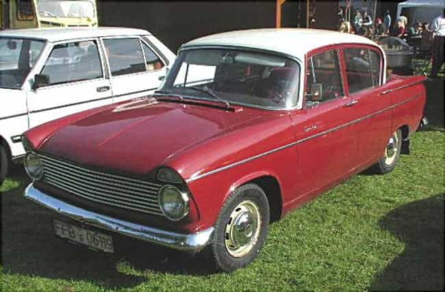 Hillman Super Minx is listed (or ranked) 3 on the list Full List of Hillman Models