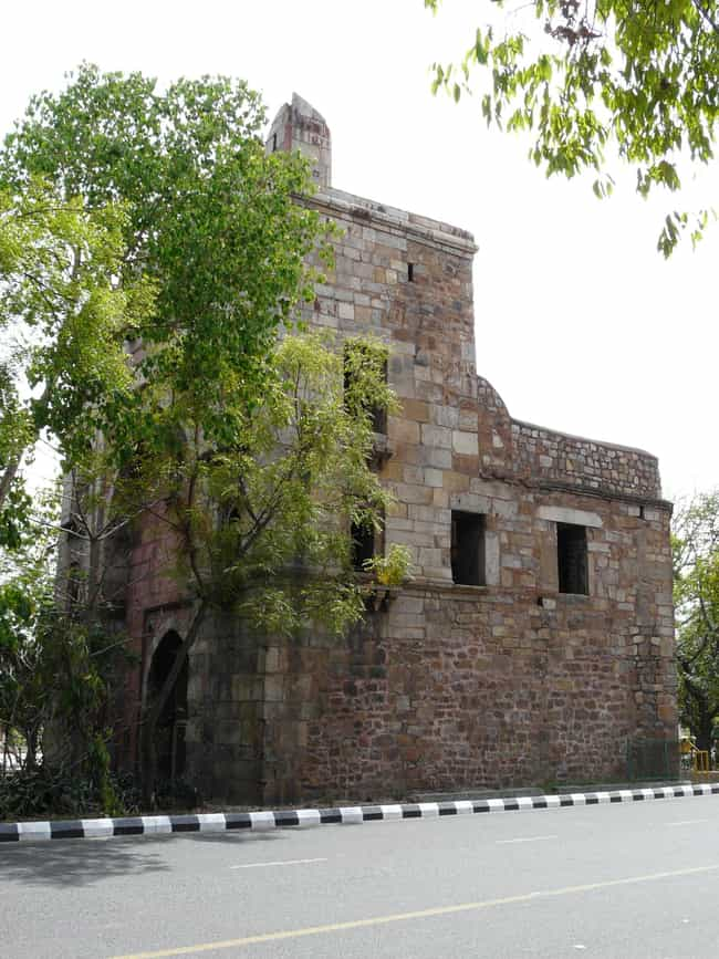 Khooni Darwaza is listed (or ranked) 4 on the list Famous Mughal architecture buildings