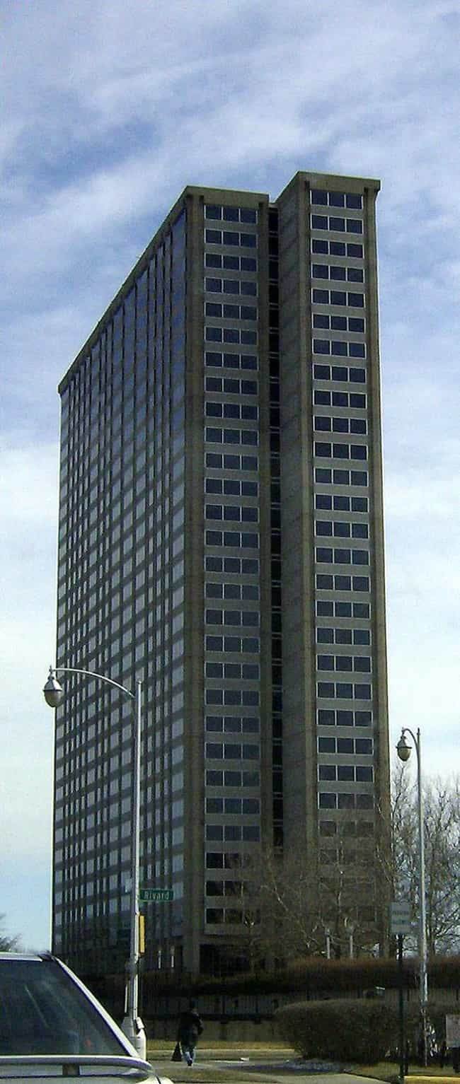 1300 Lafayette East Coop... is listed (or ranked) 2 on the list List of Famous Detroit Buildings & Structures
