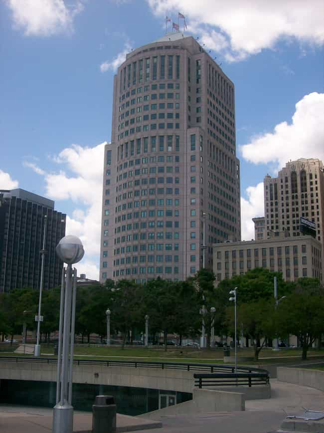 150 West Jefferson is listed (or ranked) 3 on the list List of Famous Detroit Buildings & Structures