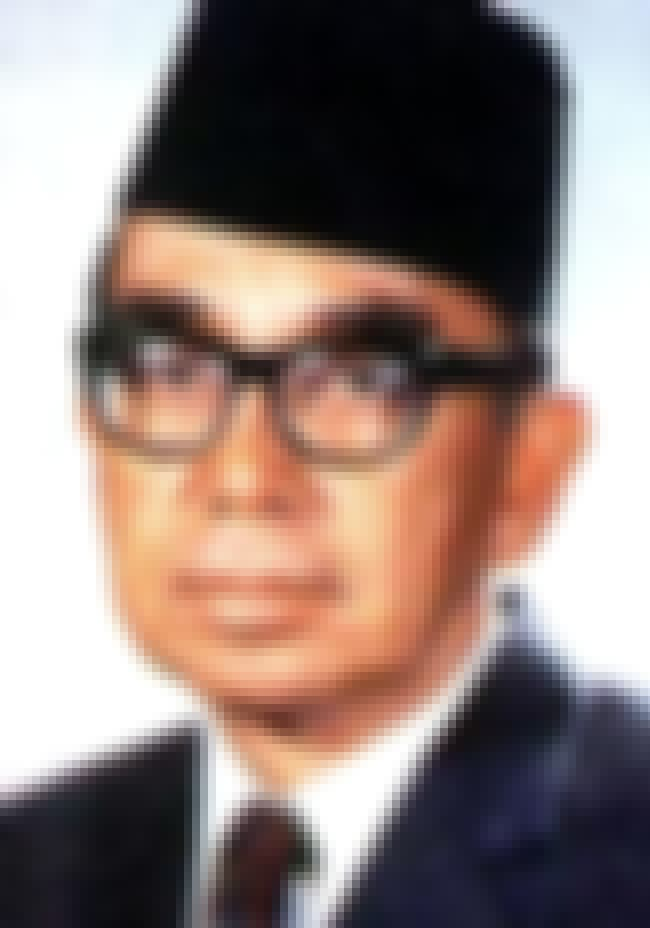 Abdul Razak Hussein is listed (or ranked) 1 on the list Famous Lincoln's Inn Alumni