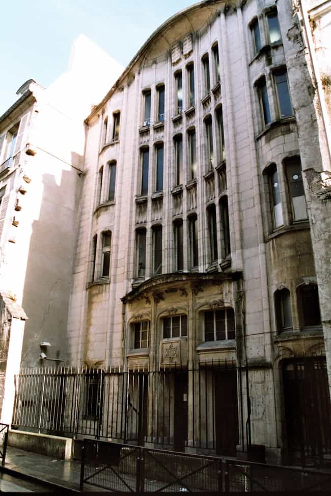 Agoudas Hakehilos Synago... is listed (or ranked) 2 on the list List of Famous Paris Buildings & Structures