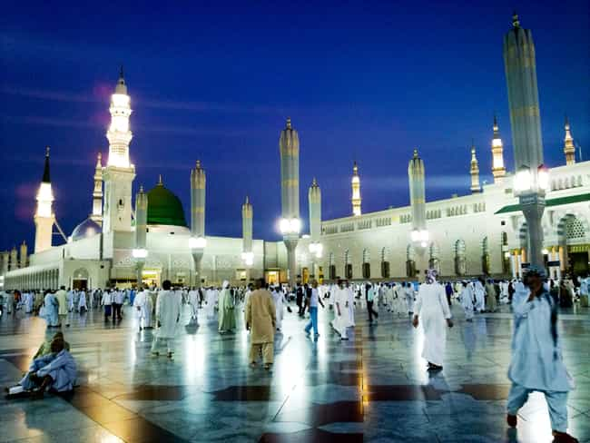 Al-Masjid an-Nabawi is listed (or ranked) 3 on the list The World's Biggest Mosques