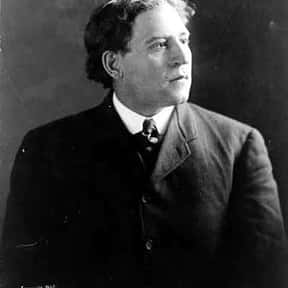 Amos Alonzo Stagg is listed (or ranked) 25 on the list Famous Skull and Bones Members