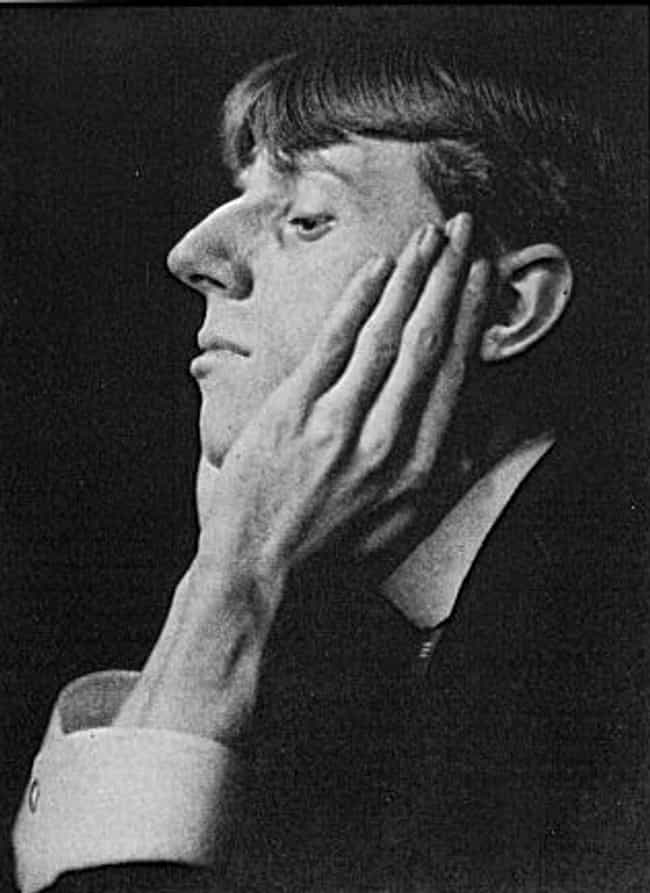 Aubrey Beardsley is listed (or ranked) 4 on the list Famous Art Nouveau Artists