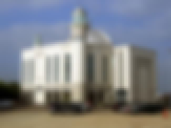 Baitul Futuh is listed (or ranked) 6 on the list The World's Biggest Mosques