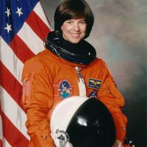 Bonnie J. Dunbar is listed (or ranked) 10 on the list Female Space Travelers: A Complete List