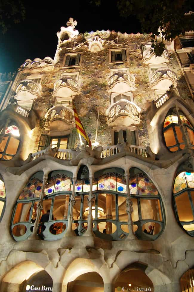 Casa Batlló is listed (or ranked) 2 on the list Famous Expressionist architecture buildings