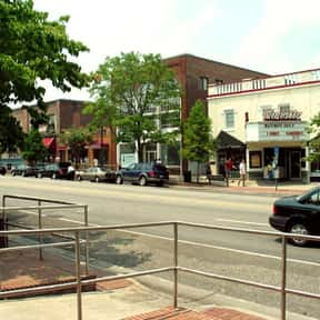 Chapel Hill is listed (or ranked) 10 on the list America's Coolest College Towns
