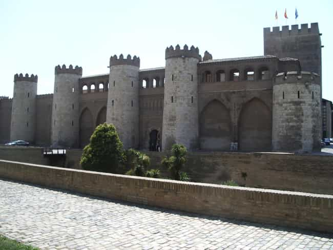 Aljafería is listed (or ranked) 1 on the list Famous Moorish architecture buildings