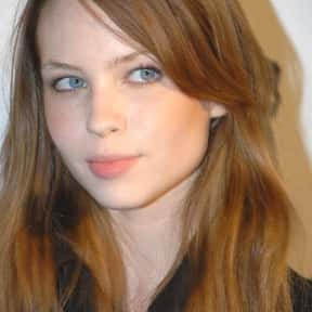 Daveigh Chase is listed (or ranked) 13 on the list Full Cast of Donnie Darko Actors/Actresses