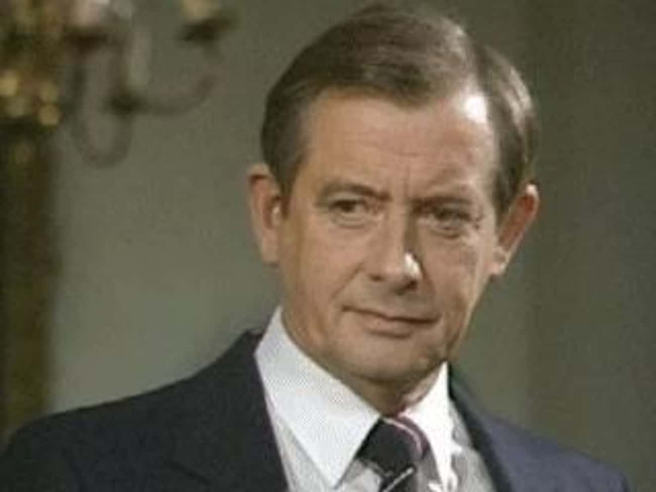 Derek Fowlds is listed (or ranked) 2 on the list Yes Minister Cast List