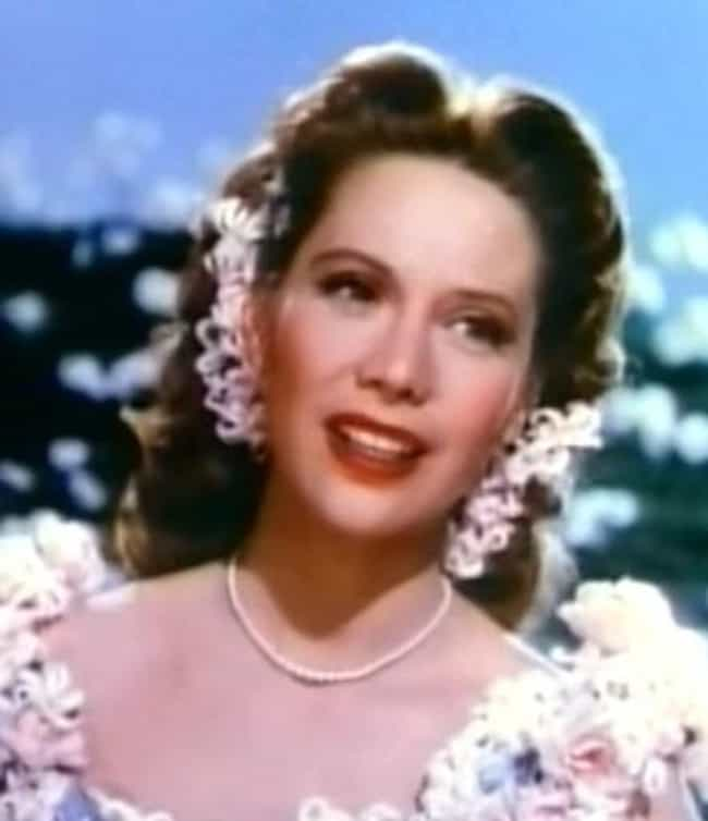 Dinah Shore is listed (or ranked) 4 on the list Famous People Born in 1916