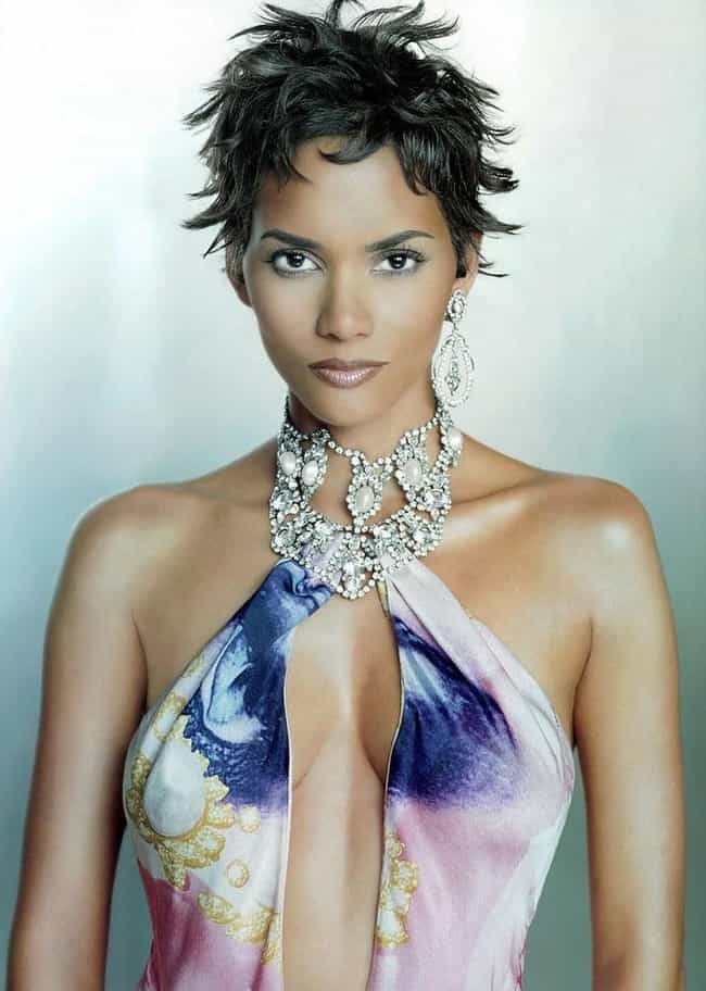 Halle Berry is listed (or ranked) 1 on the list Female Celebrities Who Are 5'5