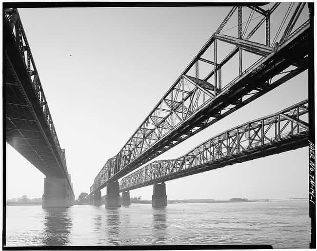 Harahan Bridge is listed (or ranked) 4 on the list Bridges in Tennessee
