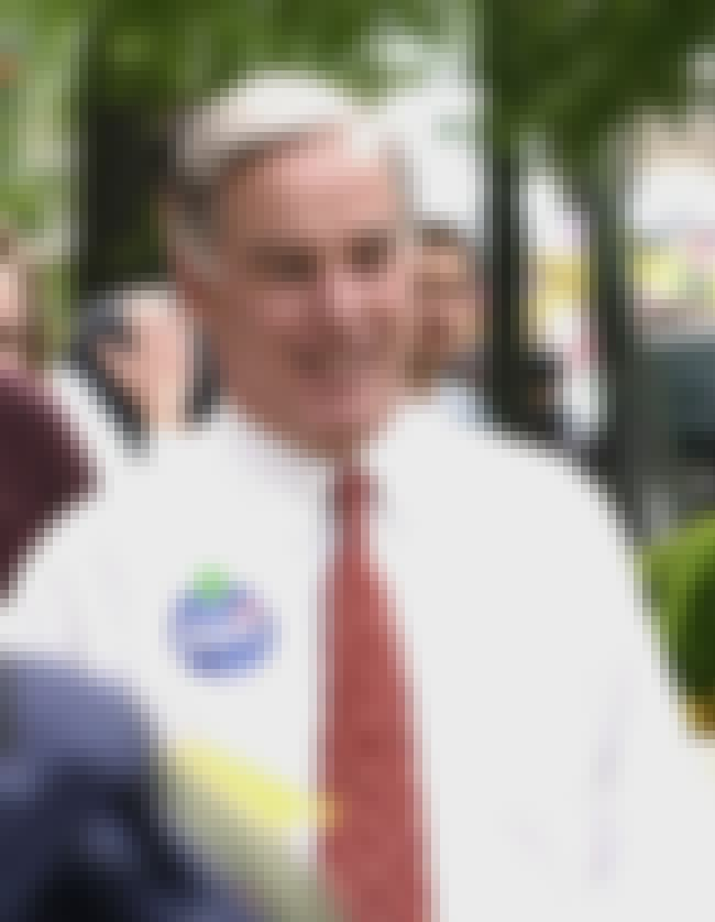 Howard Dean is listed (or ranked) 2 on the list Famous St. George's School, Newport Alumni
