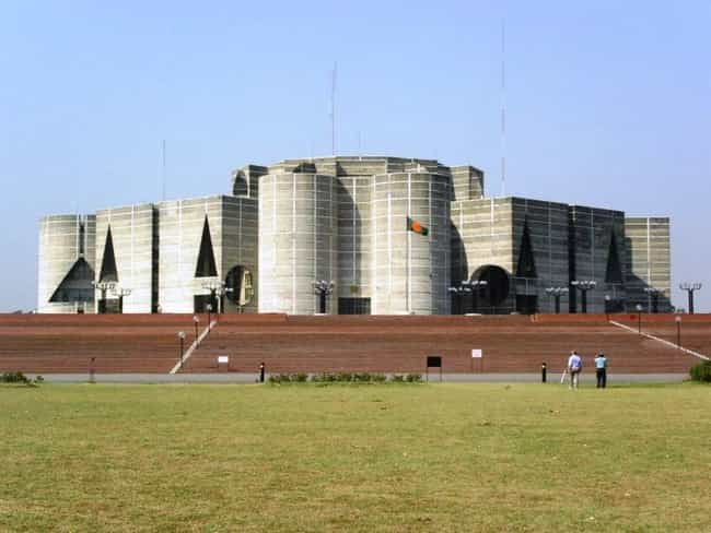Jatiyo Sangsad Bhaban is listed (or ranked) 4 on the list List of Louis Kahn Architecture