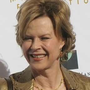 JoBeth Williams is listed (or ranked) 2 on the list Full Cast of Poltergeist Actors/Actresses