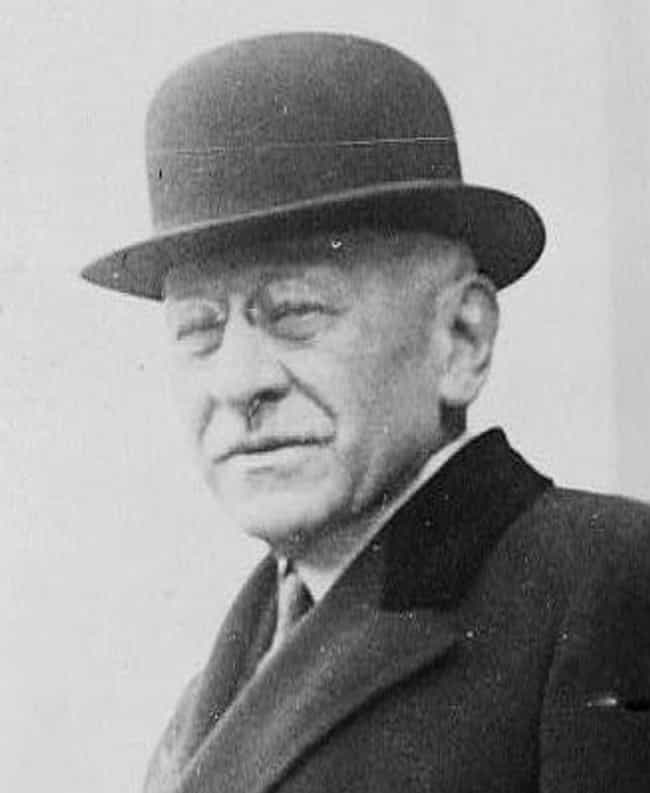 Julius Rosenwald is listed (or ranked) 1 on the list Famous People Buried in Rosehill Cemetery, Chicago