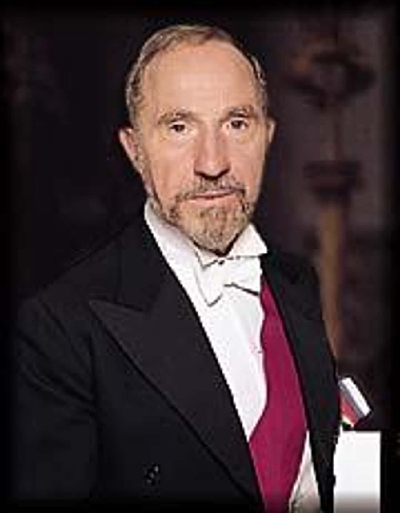 Nigel Hawthorne is listed (or ranked) 4 on the list Yes Minister Cast List