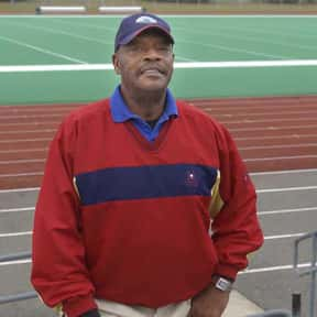 Otis Sistrunk is listed (or ranked) 17 on the list List of Famous Football Defensive Linemans