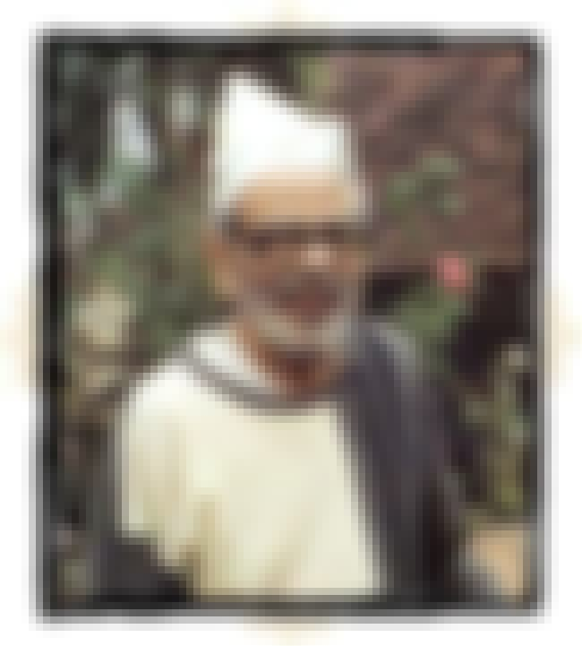 Purushottam Laxman Deshpande is listed (or ranked) 2 on the list Famous Fergusson College Alumni