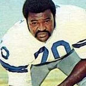 Rayfield Wright is listed (or ranked) 9 on the list List of Famous Football Offensive tackles