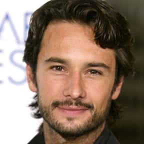 Rodrigo Santoro is listed (or ranked) 18 on the list Full Cast of Charlie's Angels: Full Throttle Actors/Actresses