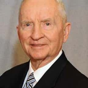 Ross Perot is listed (or ranked) 7 on the list Famous People From Arkansas