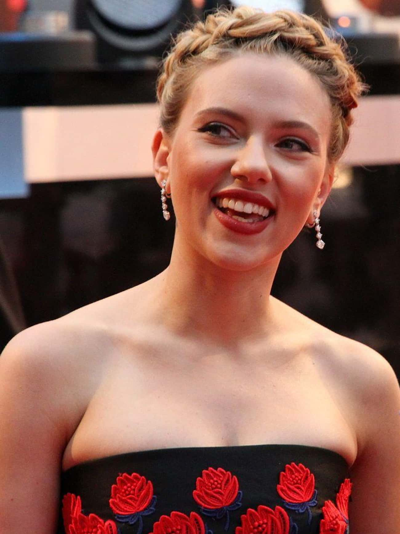 Scarlett Johansson is listed (or ranked) 1 on the list 20+ Celebrities Who Love To Cook