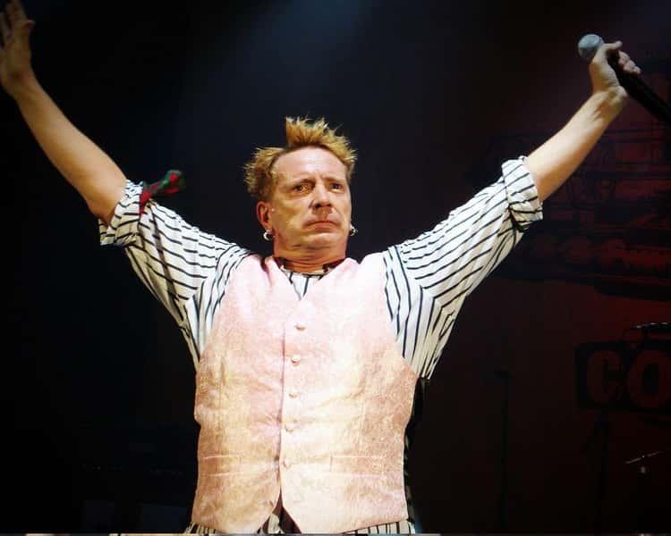 The Sex Pistols Decline Hall Of Fame Invite In True Punk Style (2006)