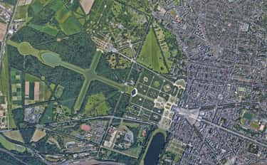 Versailles is listed (or ranked) 1 on the list Amazing Google Satellite Images Of Famous Places Around The World