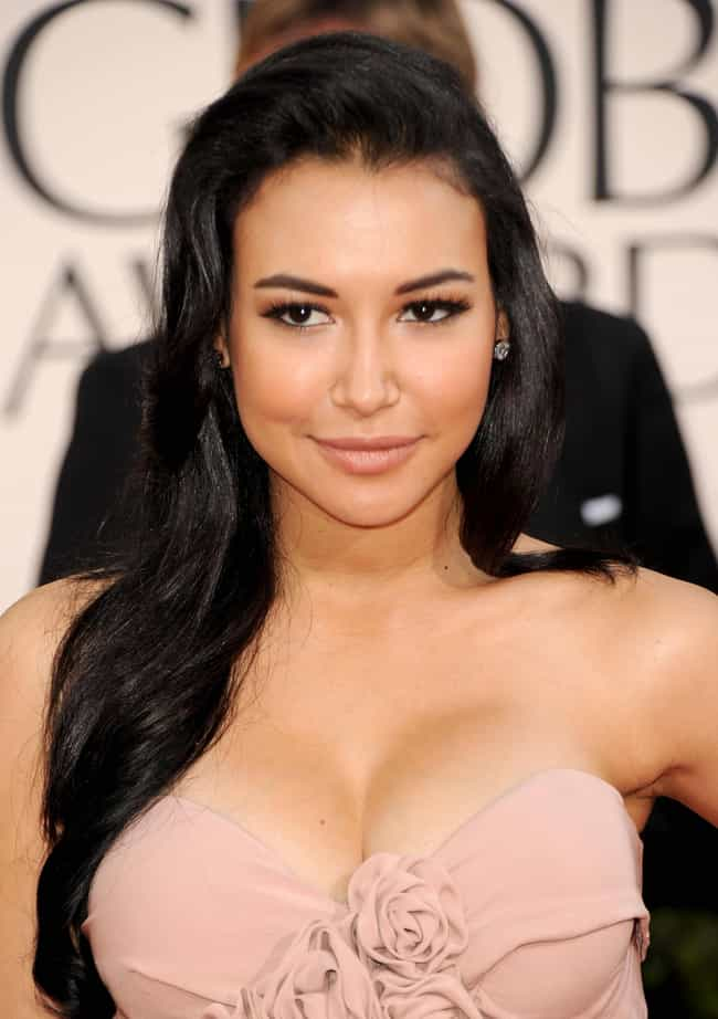 11 Celebrities Who Worked At Hooters - Viraluck