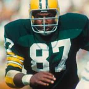 Willie Davis is listed (or ranked) 17 on the list List of Famous Football Defensive ends