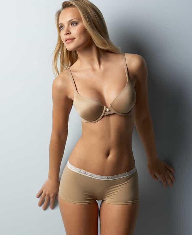Elisandra Tomacheski is listed (or ranked) 4 on the list Hottest Brazilian Fashion Models
