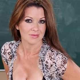 Raquel Devine Nude Photos 32
