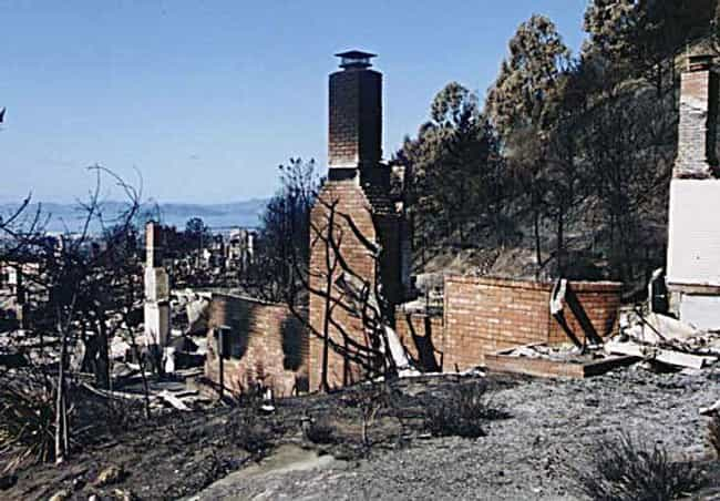 1991 Oakland firestorm ... is listed (or ranked) 6 on the list The Worst California Wildfires in History