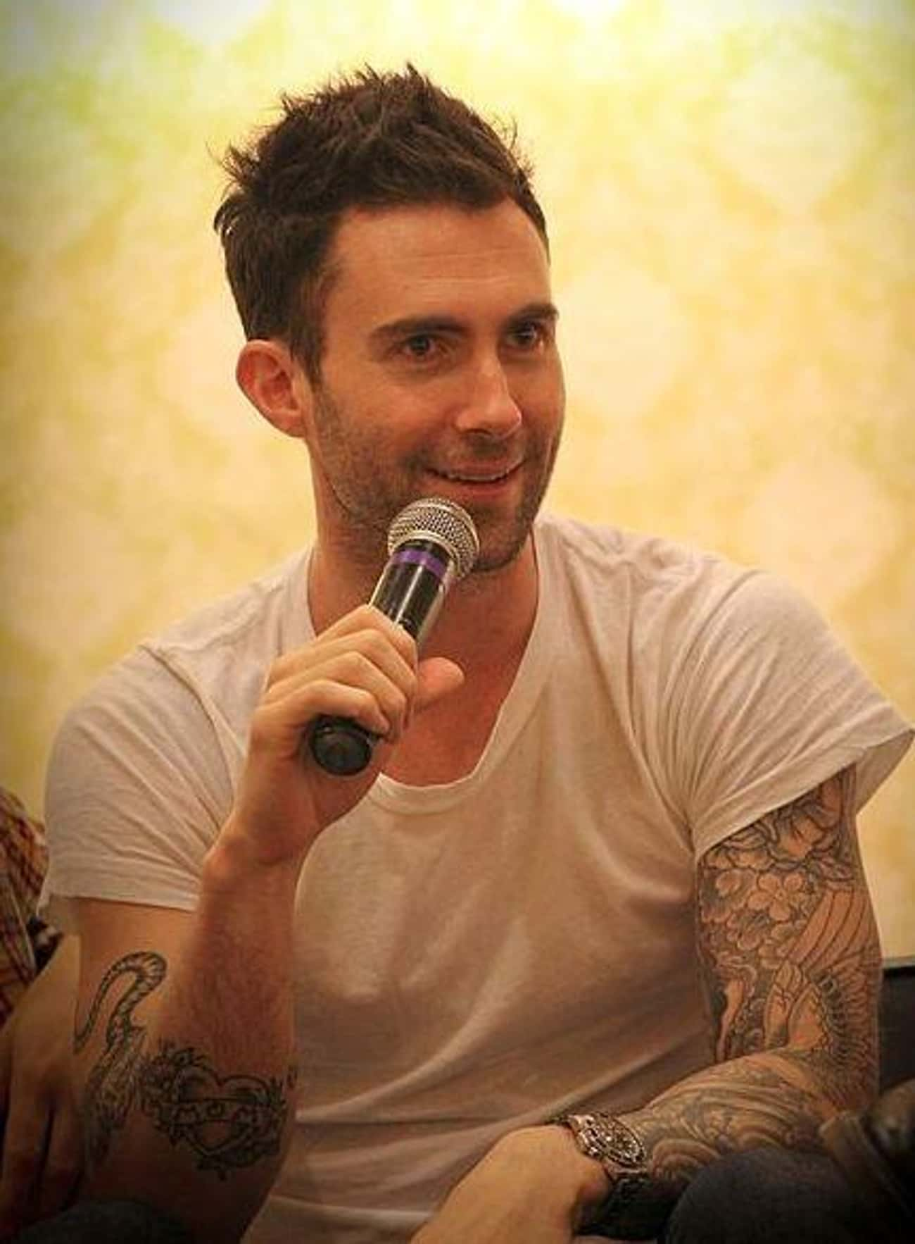 Adam Levine Advertised For The is listed (or ranked) 2 on the list Epic Ways Celebs Have Clapped Back At Invasive Paparazzi Photos